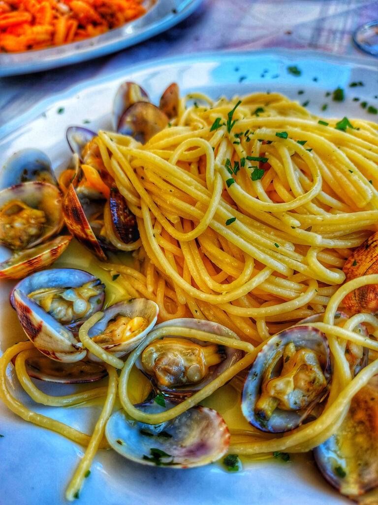Spaghetti Vongole, the seafood that is simple but incredible and beautiful
